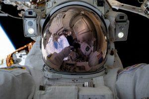 lrogjvengjepovvgjeroilhgrdukhreihf 300x200 با کمک عینک واقعیت مجازی پیاده روی فضایی را تجربه کنید